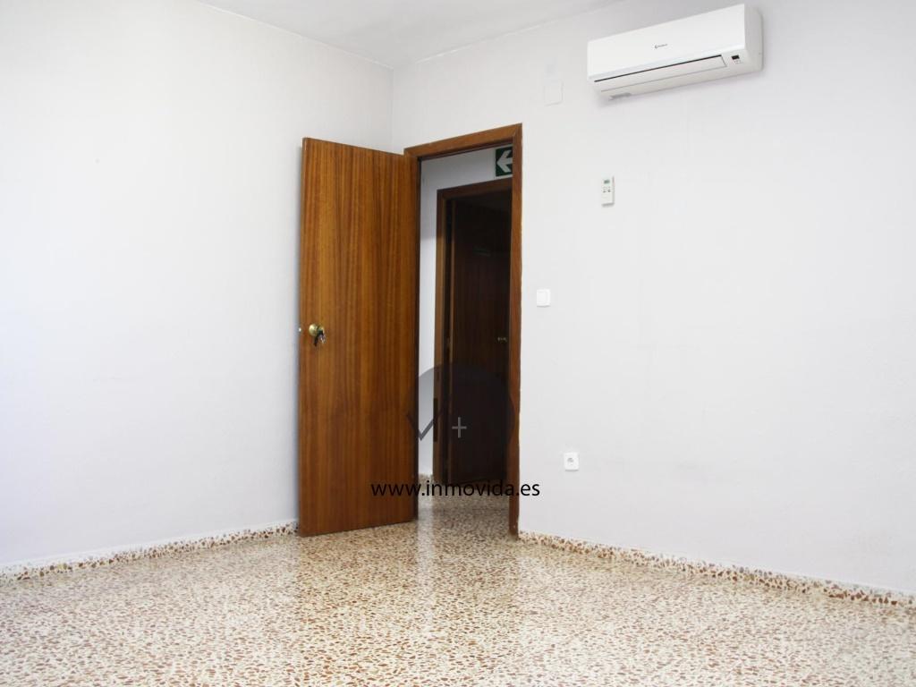 se vende piso en genoves buen estado centrico