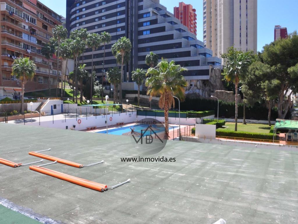 vistas apartamento en benidorm en venta piscina