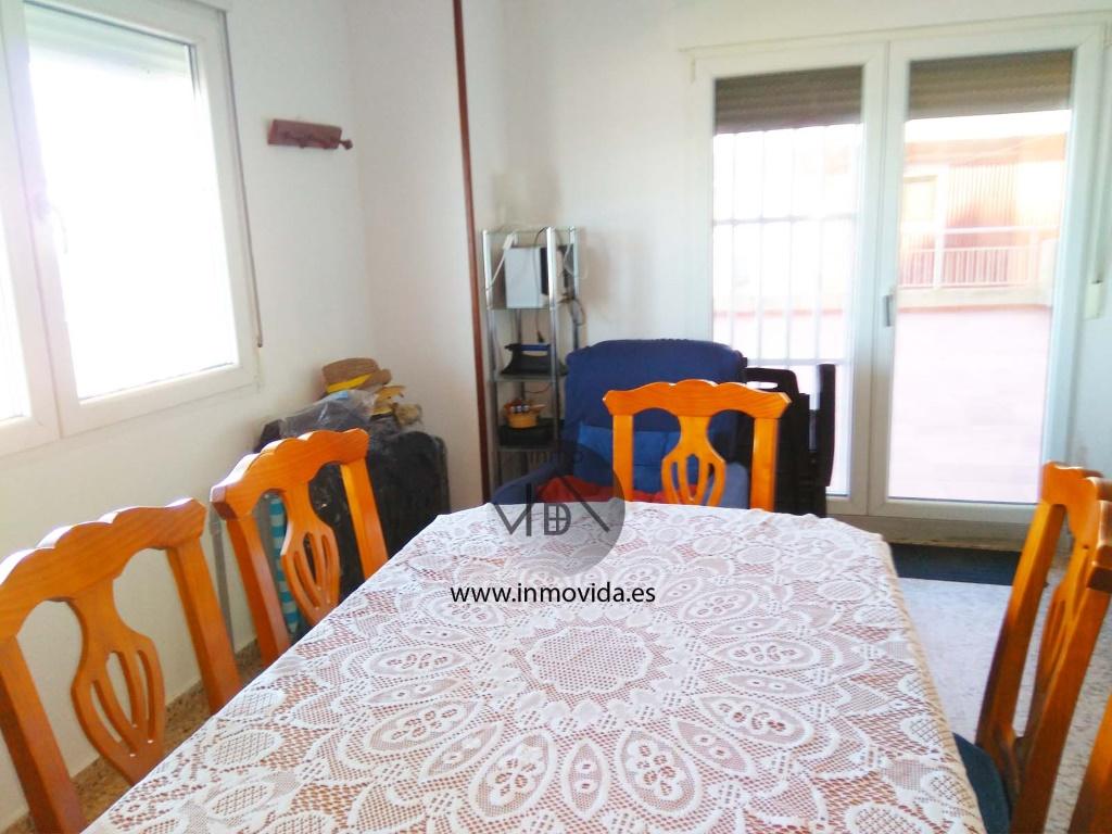 comedor apartamento en primera linea de sueca playa