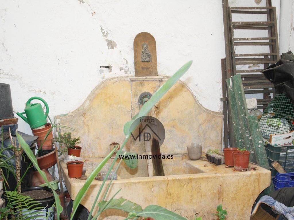 fuente patio casa en venta xativa