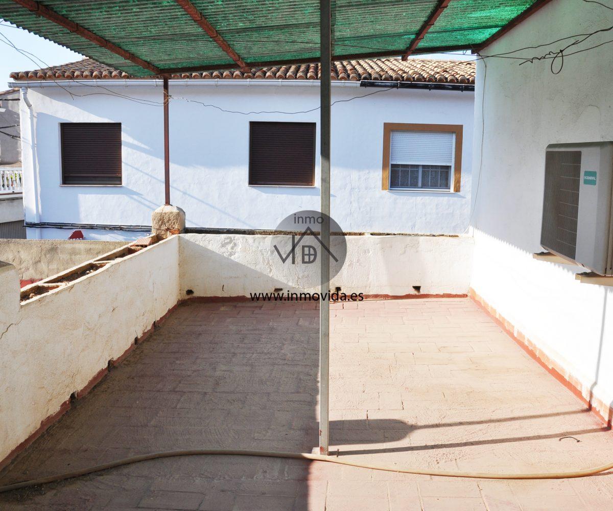 Se vende casa con terraza en Novetlé
