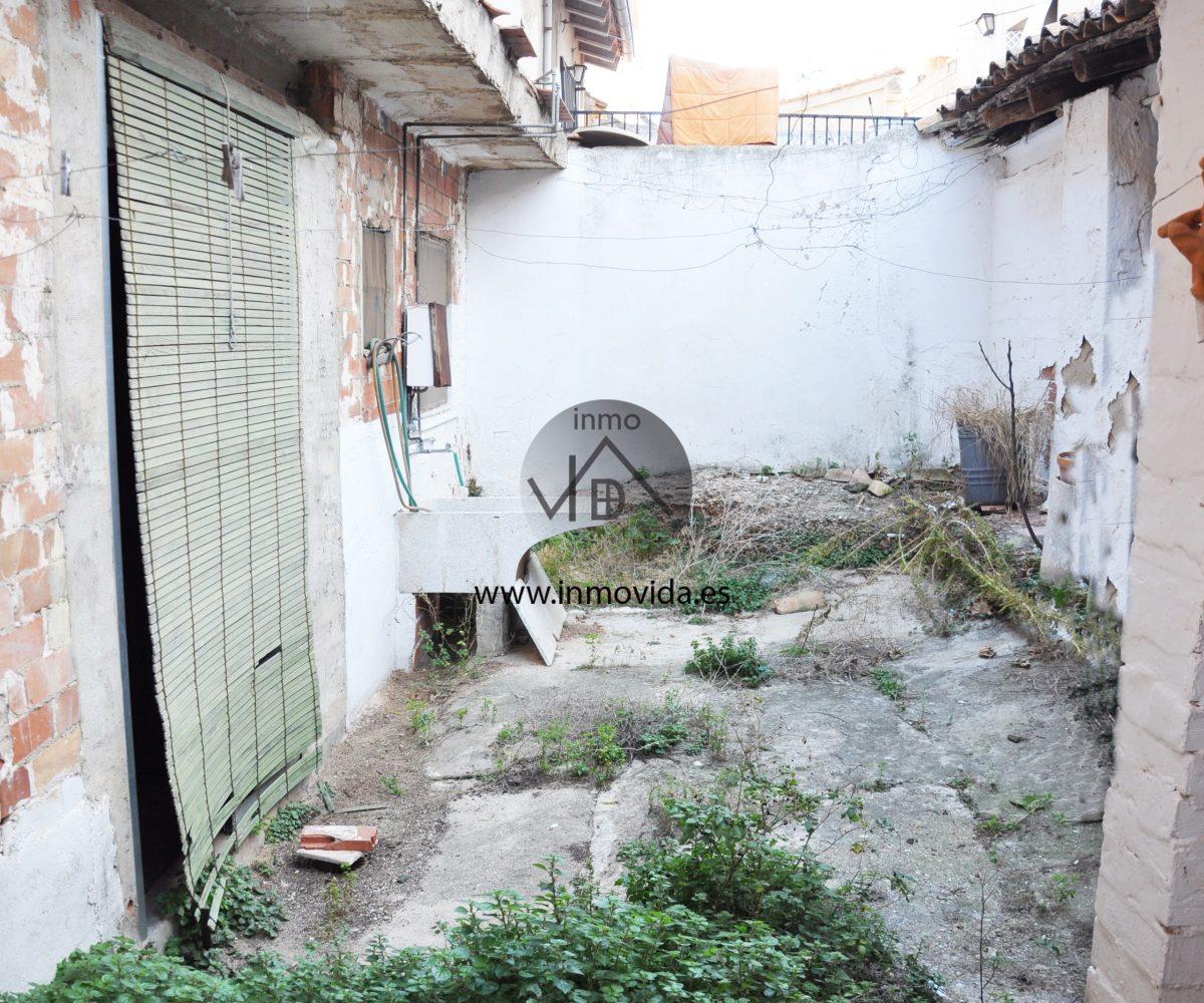 Venta de casa con patio en Novetlé
