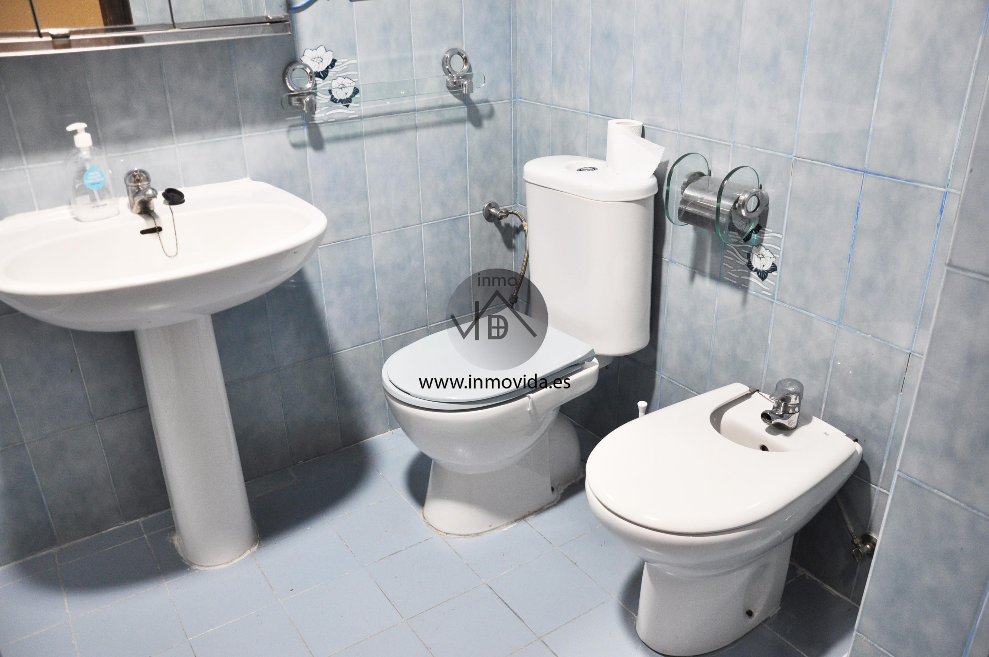 Baño piso en Manuel