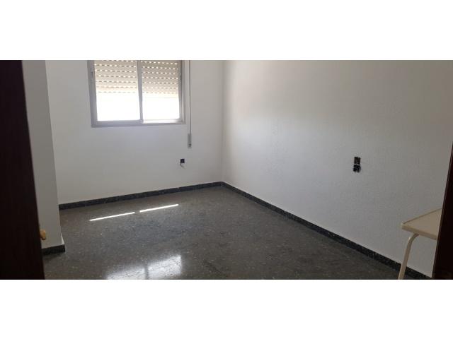 Habitacion, piso de 4 habitaciones, inmobiliaria inmovida