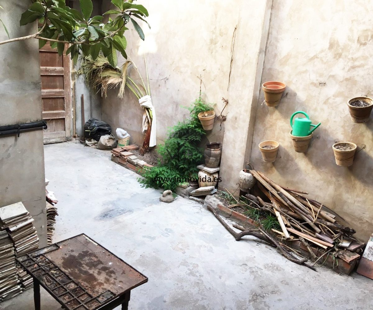 Se vende casa con patio en Antella