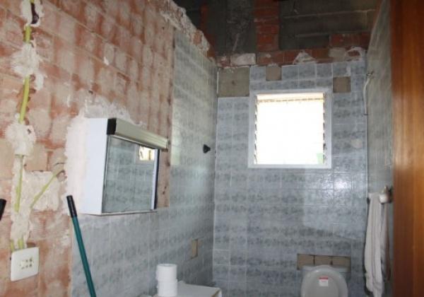 chalet para reformar en bixquert. Cuenta con piscina, trastero y paellero. La casa dispone de dos habitaciones y un cuarto de baño. inmovida inmobiliaria