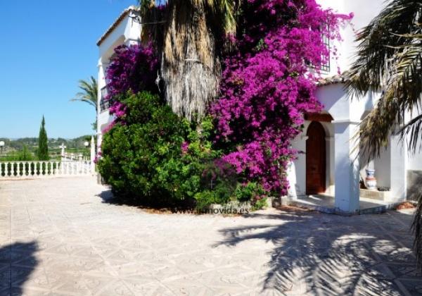 villa de lujo en xativa, con gran terreno y piscina con casa de invitados, ideales vistas al castillo de xativa chalet con 4 habitaciones y 3 baños inmovida inmobiliaria
