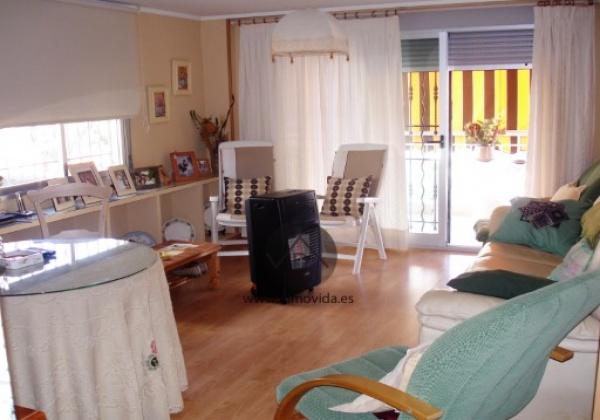 Se vende apartamento en la playa de gandia en segunda linea de playa con tres habitaciones y dos baños. inmovida inmobiliaria