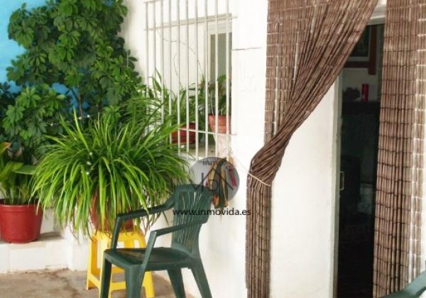 Se vende terreno en mogente, con agua y una pequeña casa con piscina . inmovida inmobiliaria